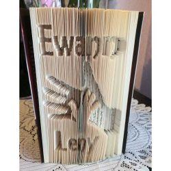 Pliage de livre prénoms Ewann / Leny motif mains père / fils