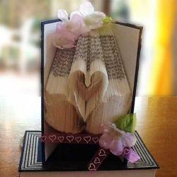 Pliage de livre cygnes amoureux